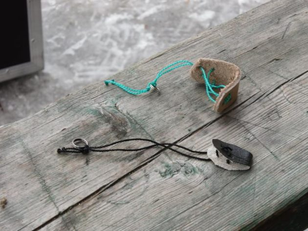 Кожаные браслеты для удержания утки