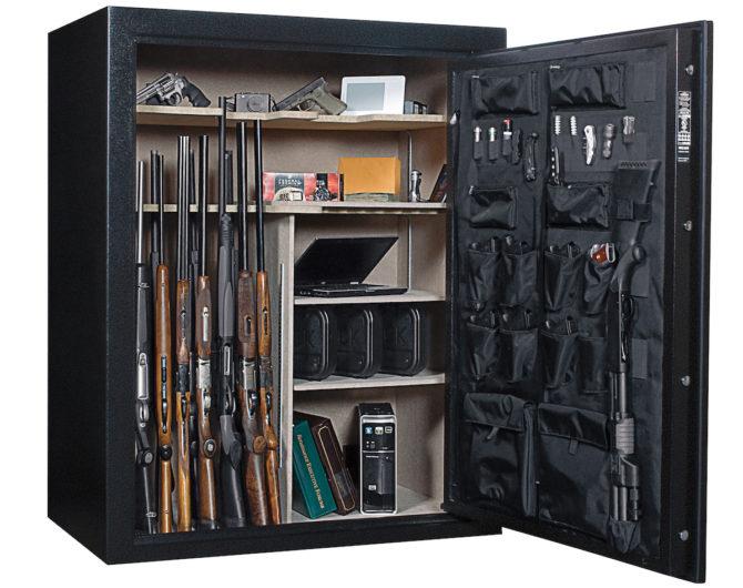 Большой несгораемый шкаф для хранения оружия