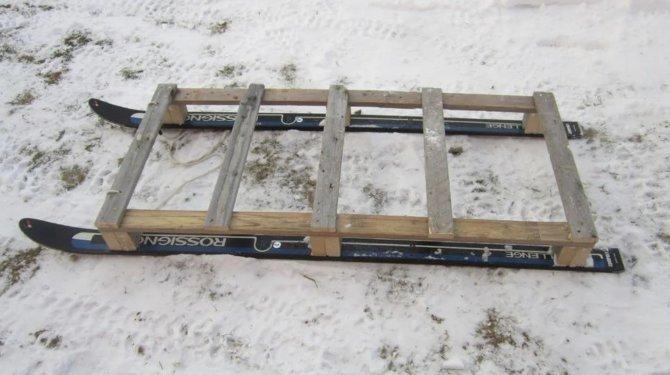 Деревянные волокуши из старых лыж