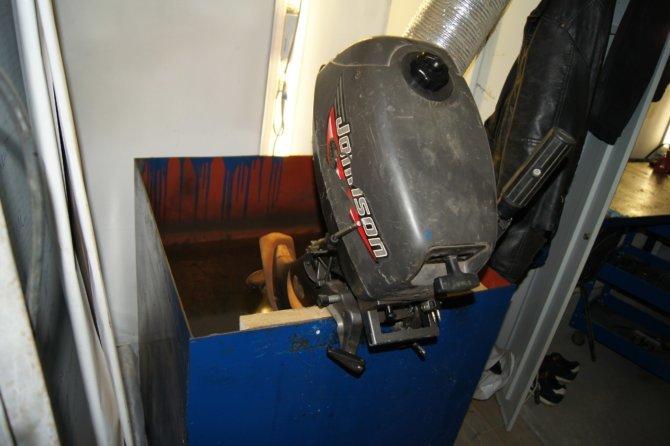 Хранение лодочного мотора