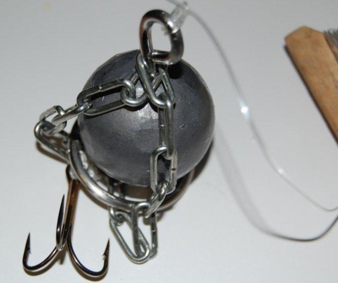 Отцеп с заводным кольцом и тройным крючком
