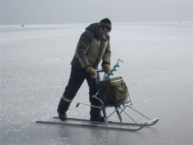 Рыболов на финских санках