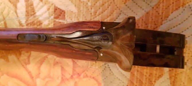 Рычажок-переключатель охотничьего ружья